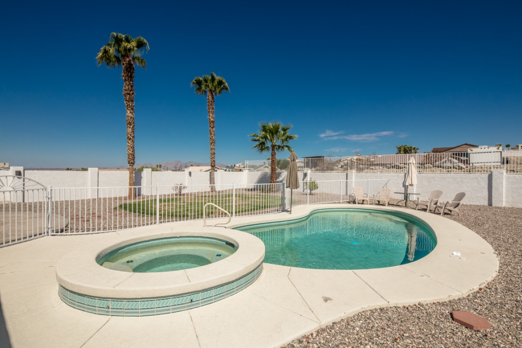 Home with Heated pool with spa and fence in Lake Havasu