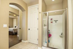 16_Master Bathroom3